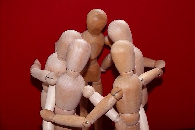 同じ人形たちの集まり