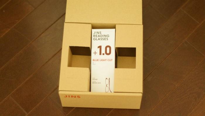 JINS老眼鏡 外箱を開けるとまた箱