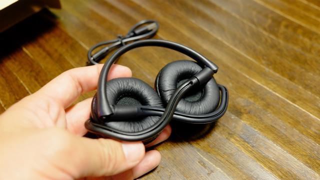 Aukeyヘッドセット耳側
