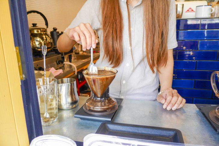 コーヒーを混ぜる