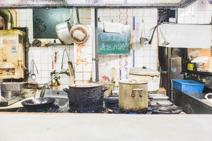 グリル清起の調理場