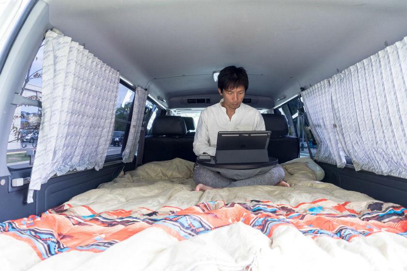 車中泊仕様での仕事風景