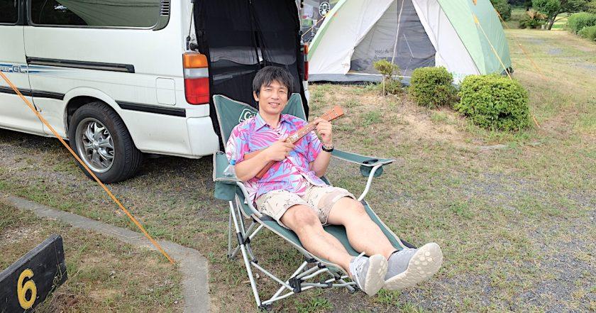 キャンプ場でウクレレ