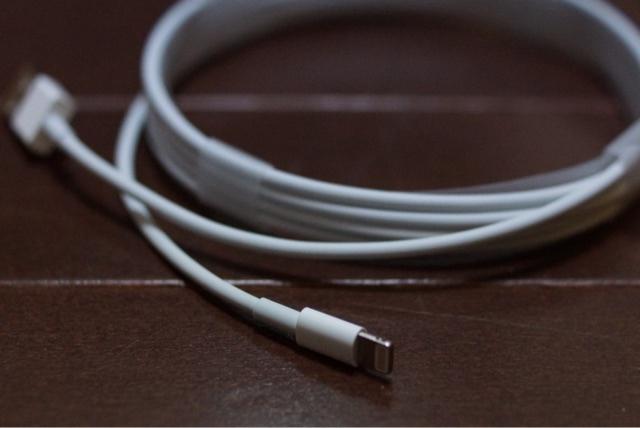 iPad Proに同梱されているLightningケーブル