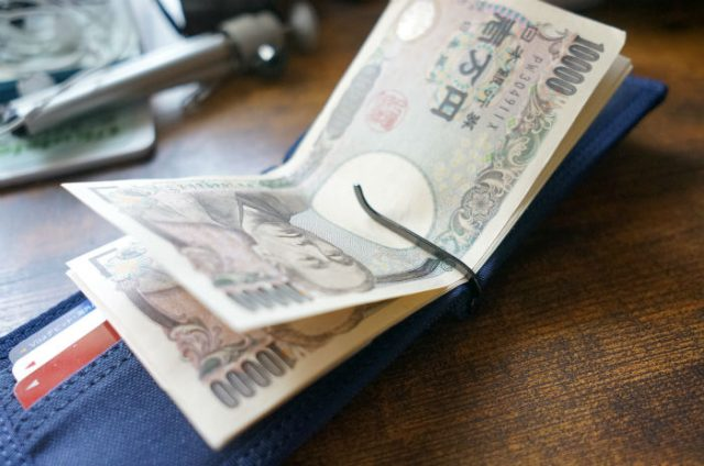 マネークリップにお金を挟んでみた