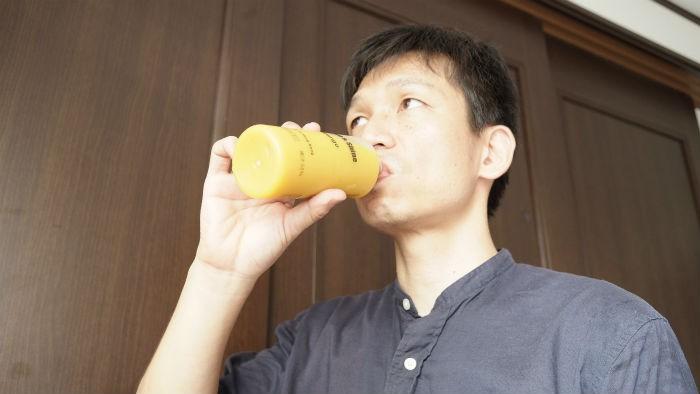 shineマンゴーを飲む