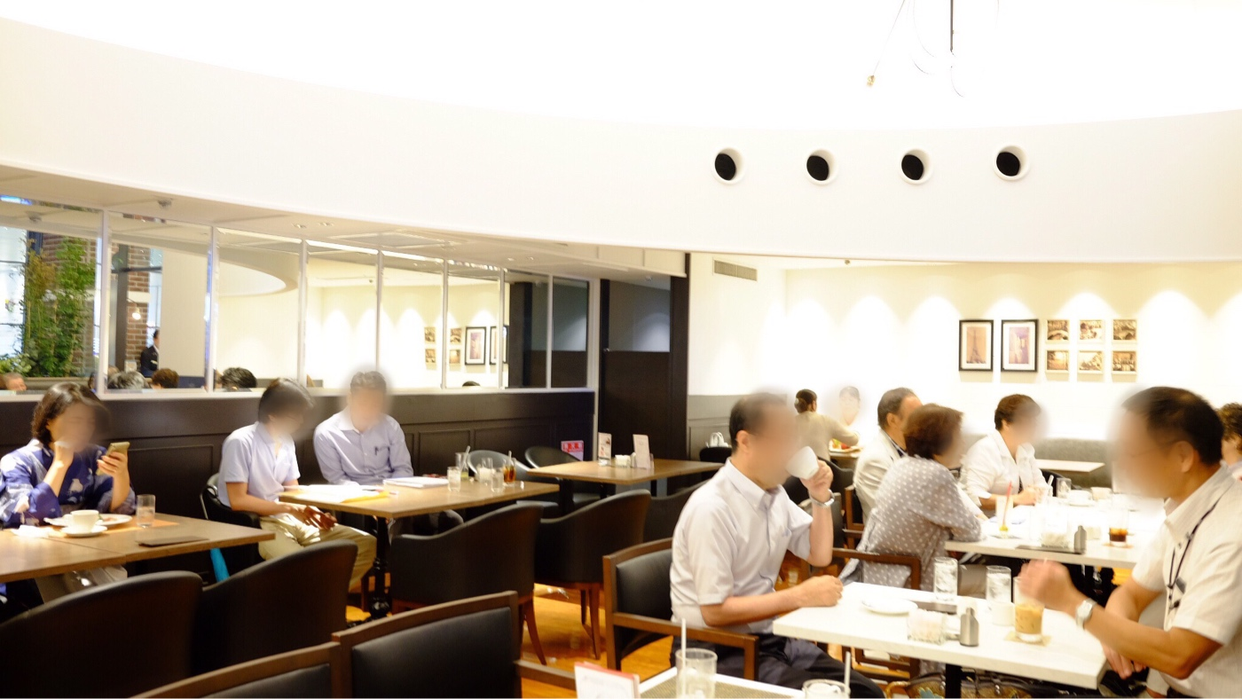 新阪急ホテル レインボーの店内