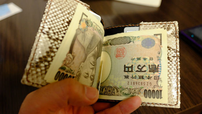 ichiの財布に札を挟んでみた
