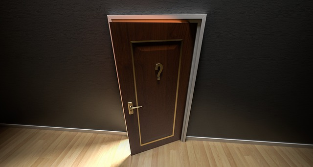 はてなマークのドア