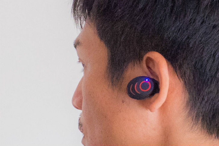 AROVA ビートル形Bluetooth4.0片耳スポーツインナーイヤー型イヤホン装着イメージ