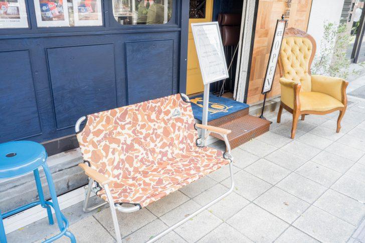 テイクアウト待ちの椅子