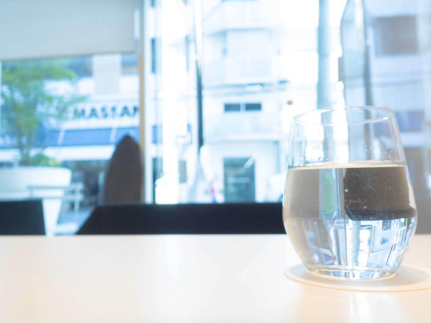 「和Cafe なが岡」の水