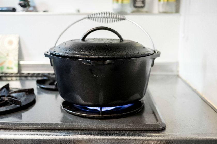 火にかけるダッチオーブン