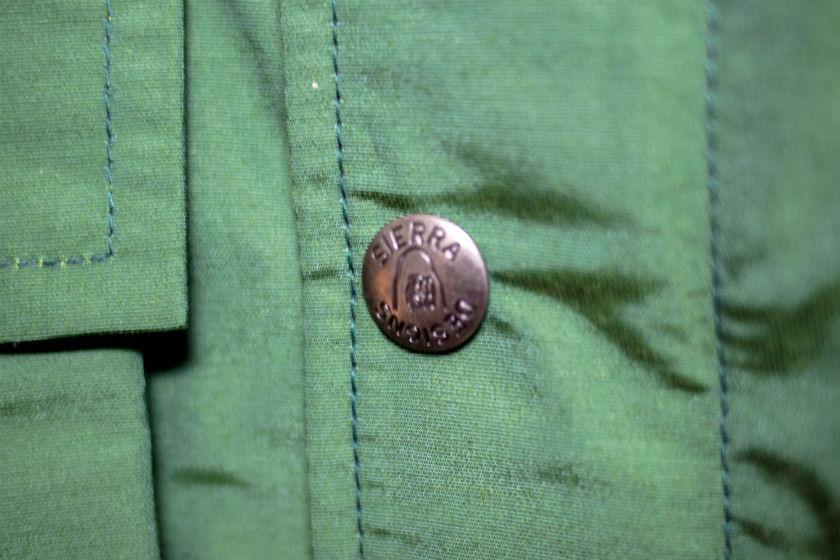 シェラデザインズのマウンテンパーカーのボタン