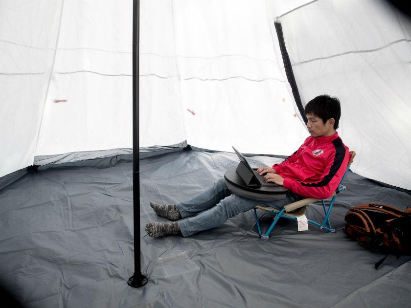 テントで仕事